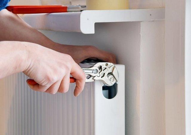 Кто должен менять батареи в квартире: ЖЭК или собственник?