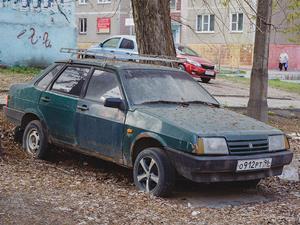 Что делать, если во дворе стоит брошенная машина с номерами?