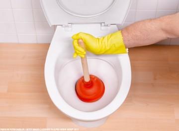 Забилась канализация: куда звонить, что делать, кто виноват?