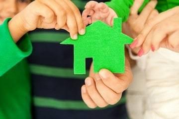 Продажа квартиры с прописанным человеком: особенности оформления