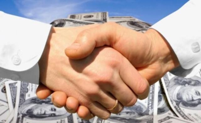 Кто оплачивает договор купли продажи квартиры: продавец или покупатель?