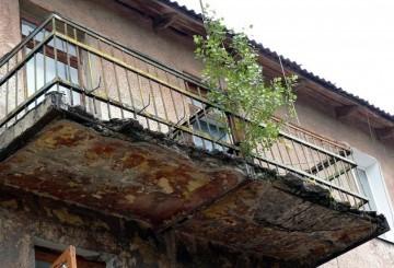 Кто должен ремонтировать балкон в приватизированной квартире?